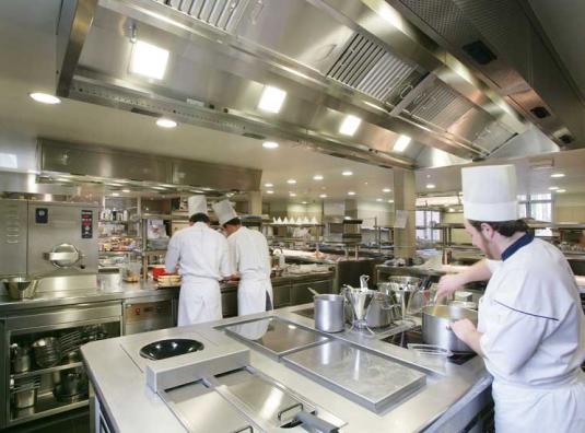 Thiết bị bếp công nghiệp cho nhà hàng – tư vấn mua hàng, thiết kế lắp đặt tại Phương Gia