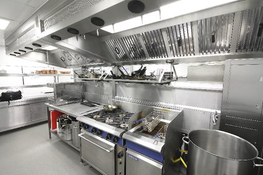 Những lưu ý khi lựa chọn thiết bị inox bếp nhà hàng