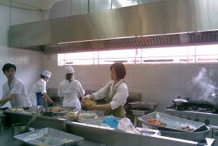 Cách vệ sinh dụng cụ bếp công nghiệp chống virus corona