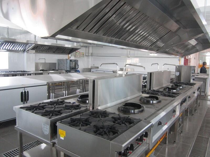 Giá bán của bếp công nghiệp căn cứ vào đơn vị sản xuất ra nó